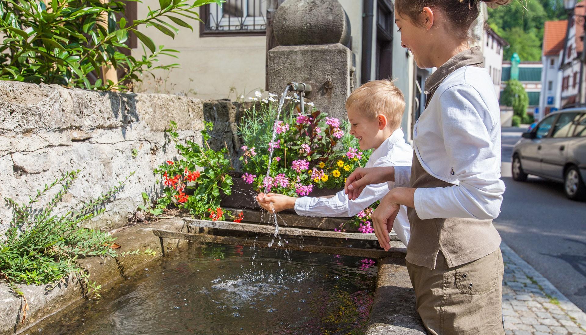 Kinder Brunnen